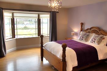 Double bedroom ensuite with river view
